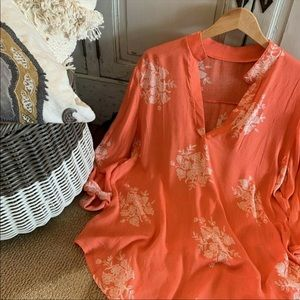 Tops - NWT plus size floral peasant tunic.